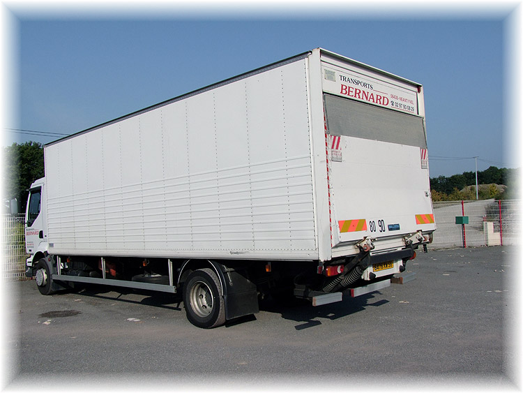 location camion avec haillon excellent image du vehicule. Black Bedroom Furniture Sets. Home Design Ideas